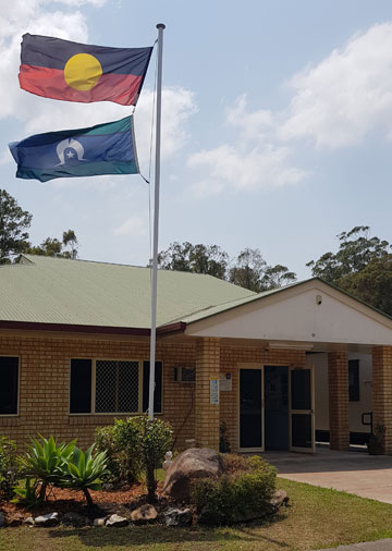 Image of Koobara Aboriginal and Islander Kindergarten and Pre-Prepbuildings and flags in the foreground